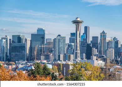 Cityscape view of Seattle, Washington on a sunny day from Kerry Park.