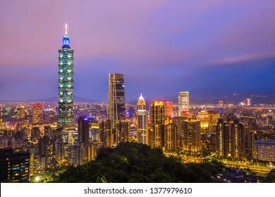 Cityscape viewpoint from Xiangshan elephant mountain is landmark that tourists must take to take pictures come to visit at Taipei in Taiwan.