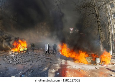 Civil conflict in society took the form of a violent confrontation between radical citizens of countries and the police and special forces, build barricades, burn tires and cars, throw stones