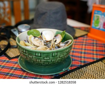 Clams with ginger, in clear soup