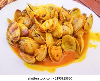 Clams in marine sauce served in a porcellain plate