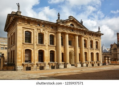 The Clarendon Building is the 18th-century neoclassical building of the University of Oxford . Oxford. England