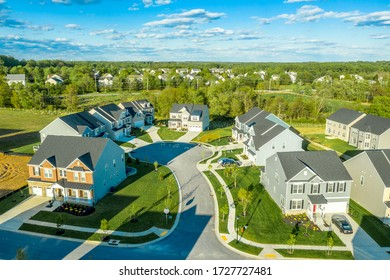 Classic cul de sac dead end circle street surrounded by mansion style luxury homes in a new residential real estate development neighborhood in Maryland, East Coast United States, aerial view