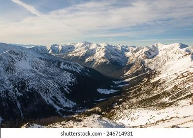 U-shaped Valley Images, Stock Photos & Vectors | Shutterstock
