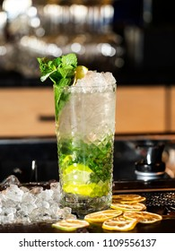 Classic lemonade with lemon, mint and crushed ice