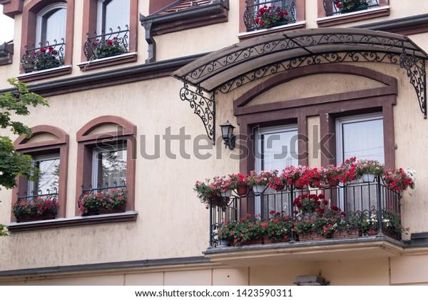 classic-open-balcony-lowrise-european-60
