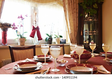 Classic style dining room interior