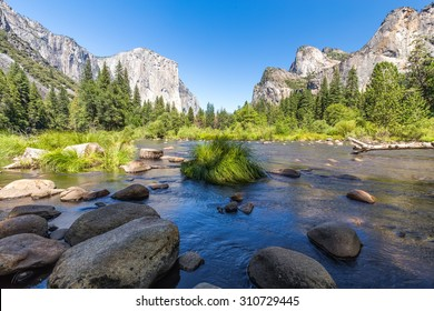 Classic view of Yosemite Valley in Yosemite National Park, California, USA.