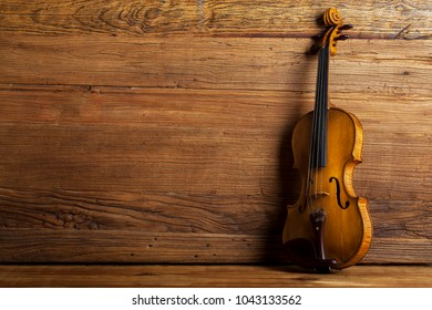 The classical music violin back to the antique wooden background