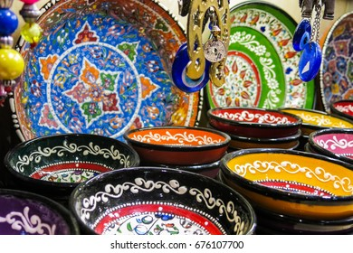 Classical Turkish ceramics on the Istanbul Grand Bazaar. Istambul, Turkey