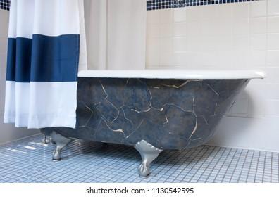 Clawfoot Bathtub with Platinum Claw Feet