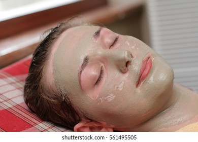 The clay face pack for a clean face