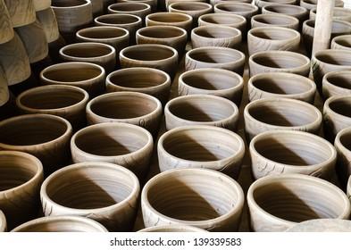 clay pots pottery