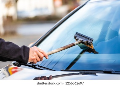 Clean the car window with a puller