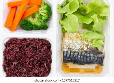 Clean food for health, with saba fish, riceberry and vegetable