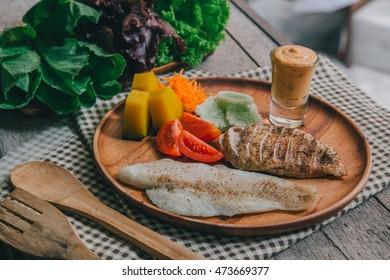 Clean Food Salad organic fish chicken thaifood