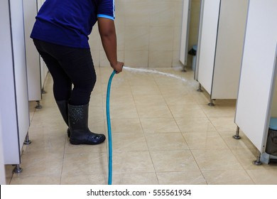 Cleaning the bathroom floor