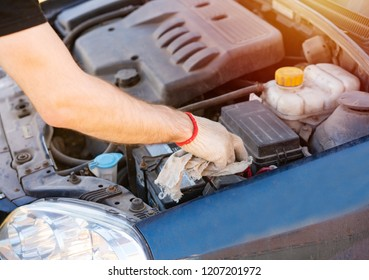 Cleaning the car battery with a cloth