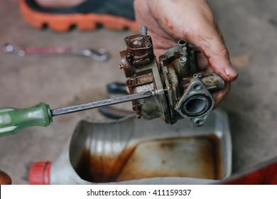 cleaning carburetor