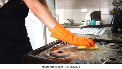 Cleaning and degreasing the kitchen