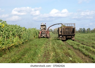 Cleaning in the fields of forage crops agricultural machinery