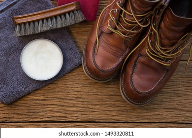 Cleaning leather shoes Horse shoe polish