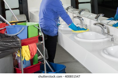 cleaning sink with duster