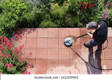 Reinigung von Steinplatten mit Hochdruckreiniger