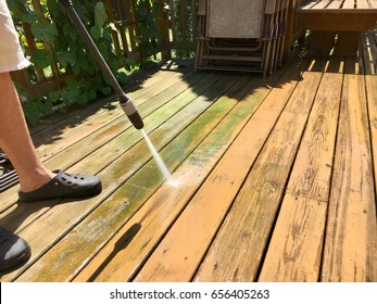 Cleaning wooden deck with pressure water jet