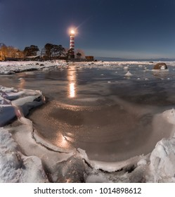 Clear night, not waiting for the weekend. Therefore, hunting for the moon today.  Weather until the morning stayed clear and frosty. Shepelevsky lighthouse. Leningrad region. 31.01.18