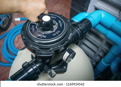 Clear the sand filter of the pool.Service and maintenance of the pool.Black wash filter tank of the pool.