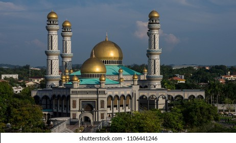 clear sky with view of Jame' 'Asr Hassanil Bolkiah mosque, named after Sultan Haji Hassanal Bolkiah Mu'izzadin Waddaulah the 29th Sultan of Brunei Darussalam; built in 1988.