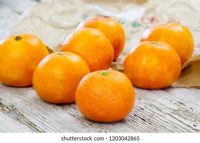 clementine on a wooden table