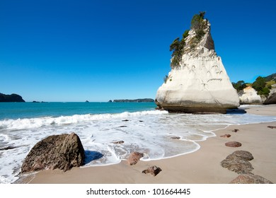 Cliff at Cathedral Cove marine reserve on the Coromandel Peninsula in New Zealand