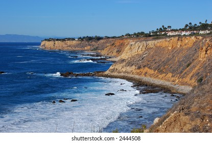Cliffs and homes of Palos Verdes along the Pacific Ocean in southern California