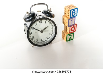 Clock and cube with 2018  letter.