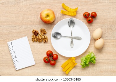 clock fruit plate, cherry Apple salad yellow pepper slices, walnuts, two boiled eggs and a Notepad with numbers from 1 to 5