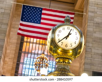 clock in grand central station of new york