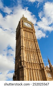 Clock tower Big Ben in sunny day.