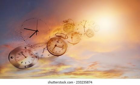 Uhren am hellen Himmel. Zeitfliegen