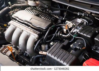 close up of automobile car 4 cylinder engine