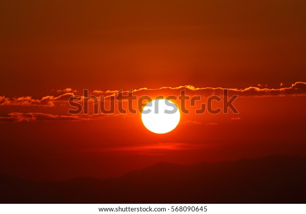 close up beautiful sunset/sunrise and cloud at sky, natural background