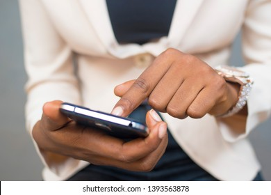 close up of a black lady using her mobile phone