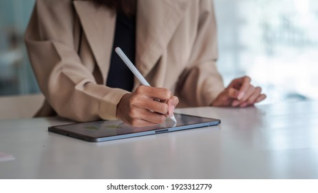 Close up of businesswoman hand are working on the tablet at office.