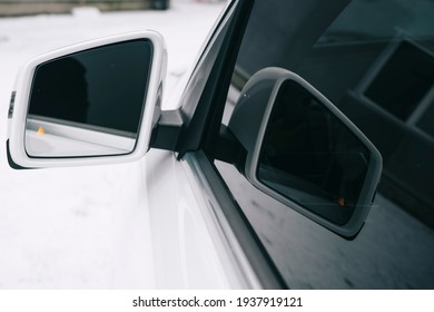 Close the car window. Act. The view from the car interior to the side glass and in the mirror. Camera in the mirror.
