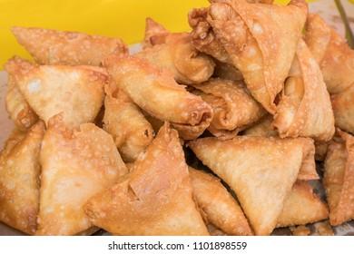 Close up of the chicken samosas