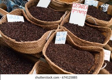 Close Up Coffee Wicker Baskets in Arabic Market Costa Rica Coffee Brasile Coffee Espresso Colombia Coffee