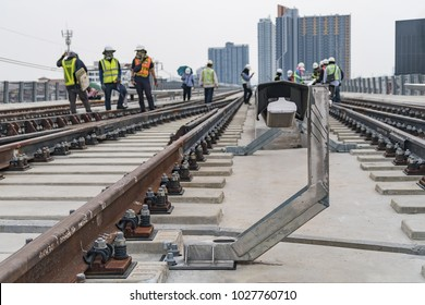 Close up conductor rail for distribute electrical power to train for movement and guard rail for protect maintenance staff touch voltage.