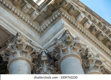 A close up of dentil moldings and Corinthian capitals on a building in Collingwood Ontario Canada.