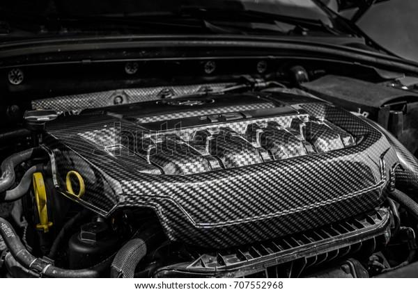 close-detail-car-engine-carbon-600w-7075